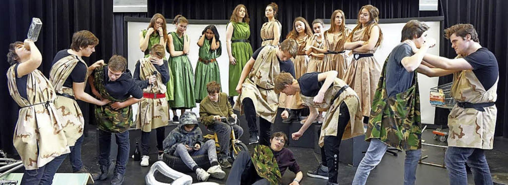 <BZ-FotoAnlauf>Theater </BZ-FotoAnlauf... um Lysistrata auf unterhaltsame Art.   | Foto: Schule