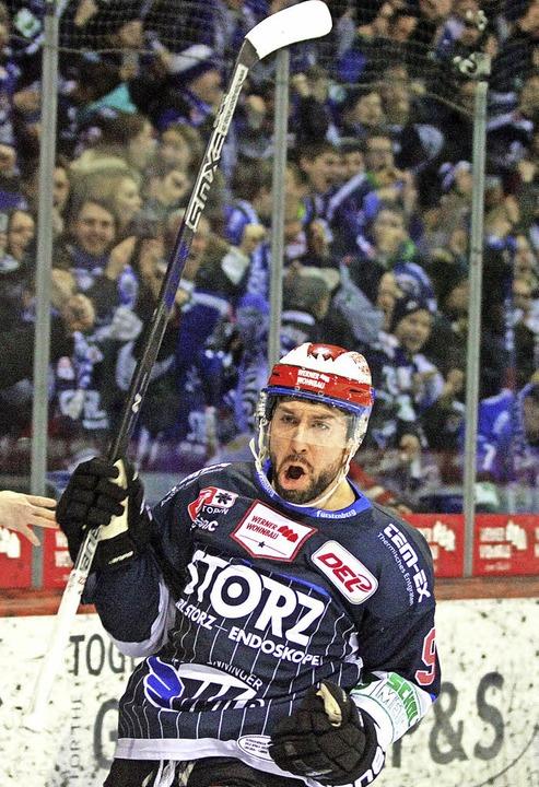 Der Schwenninger Stefano Giliati bejub...lin ging allerdings mit 1:2 verloren.   | Foto: reinhardt