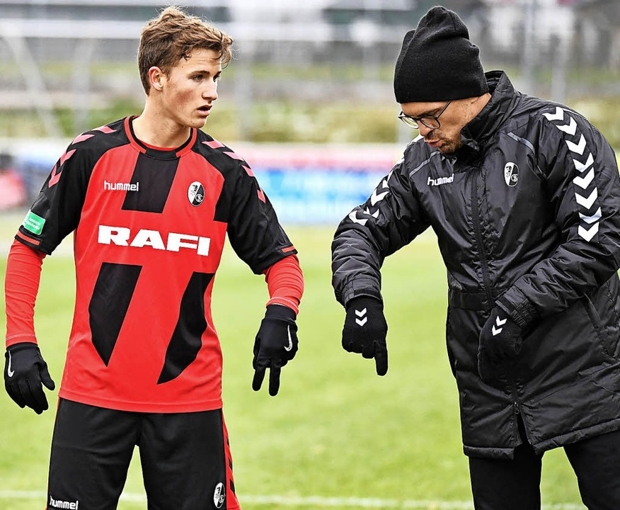 Das taktische Fingerspiel des SC Freib...nzo Leopold und Trainer Thomas Stamm.   | Foto: Archivfoto: Achim Keller