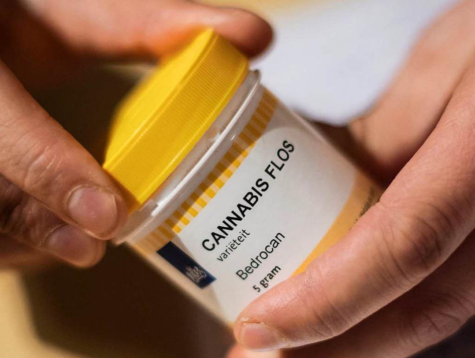 Cannabis wird immer öfter zu therapeut...mittel ist die Droge allerdings nicht.    Foto: dpa