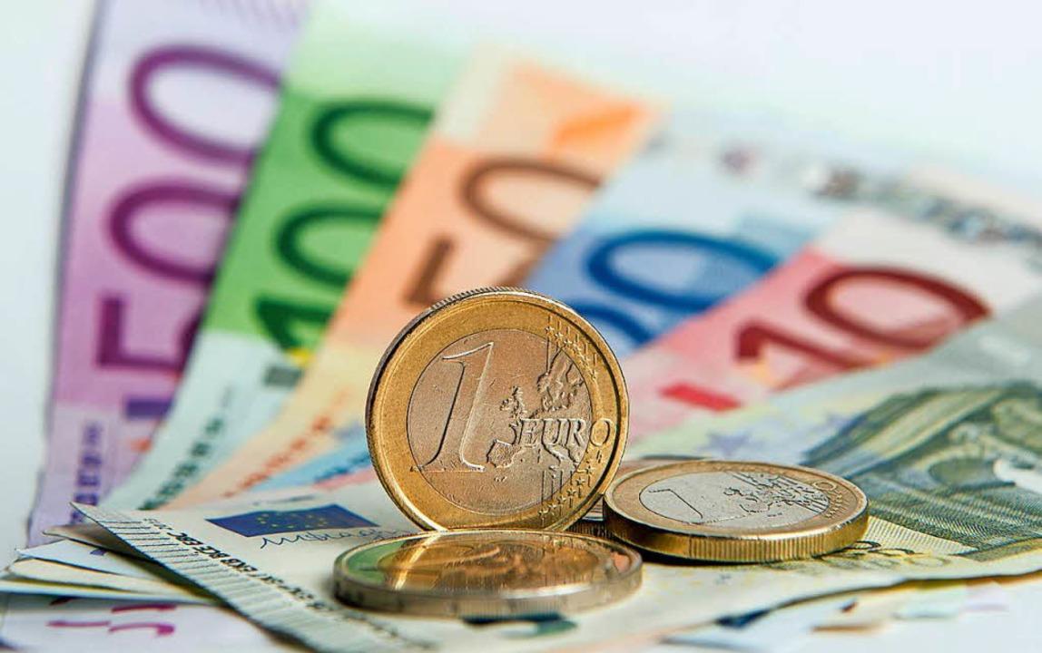 Die Furcht vor dem Verschwinden des Bargelds ist offensichtlich unbegründet.  | Foto: dpa