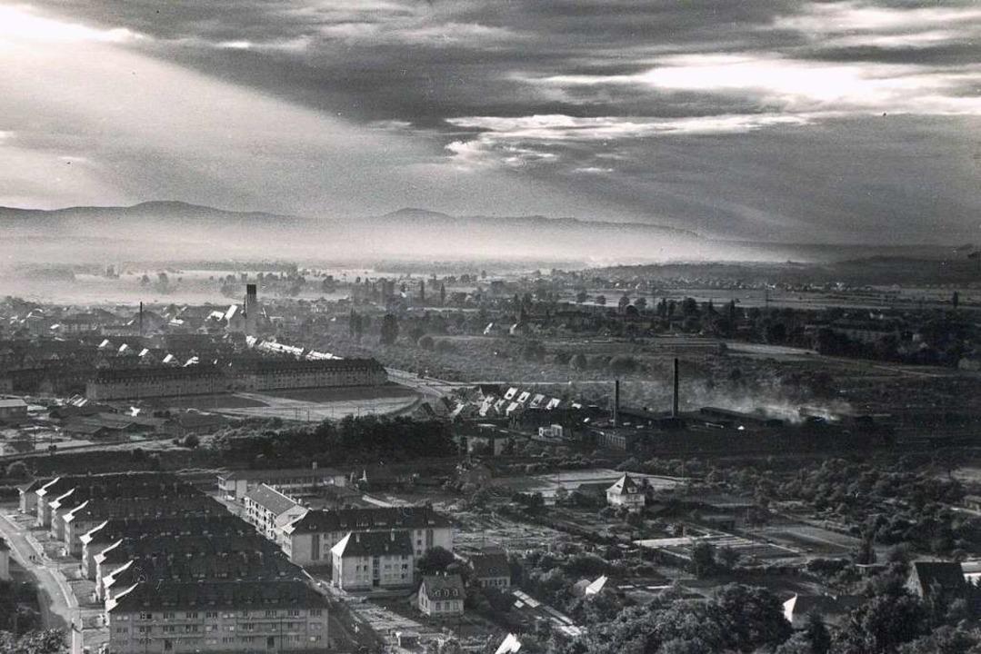 Diese Postkarte zeigt Freiburg in den 50er-Jahren...  | Foto: Archiv Fritz Steger