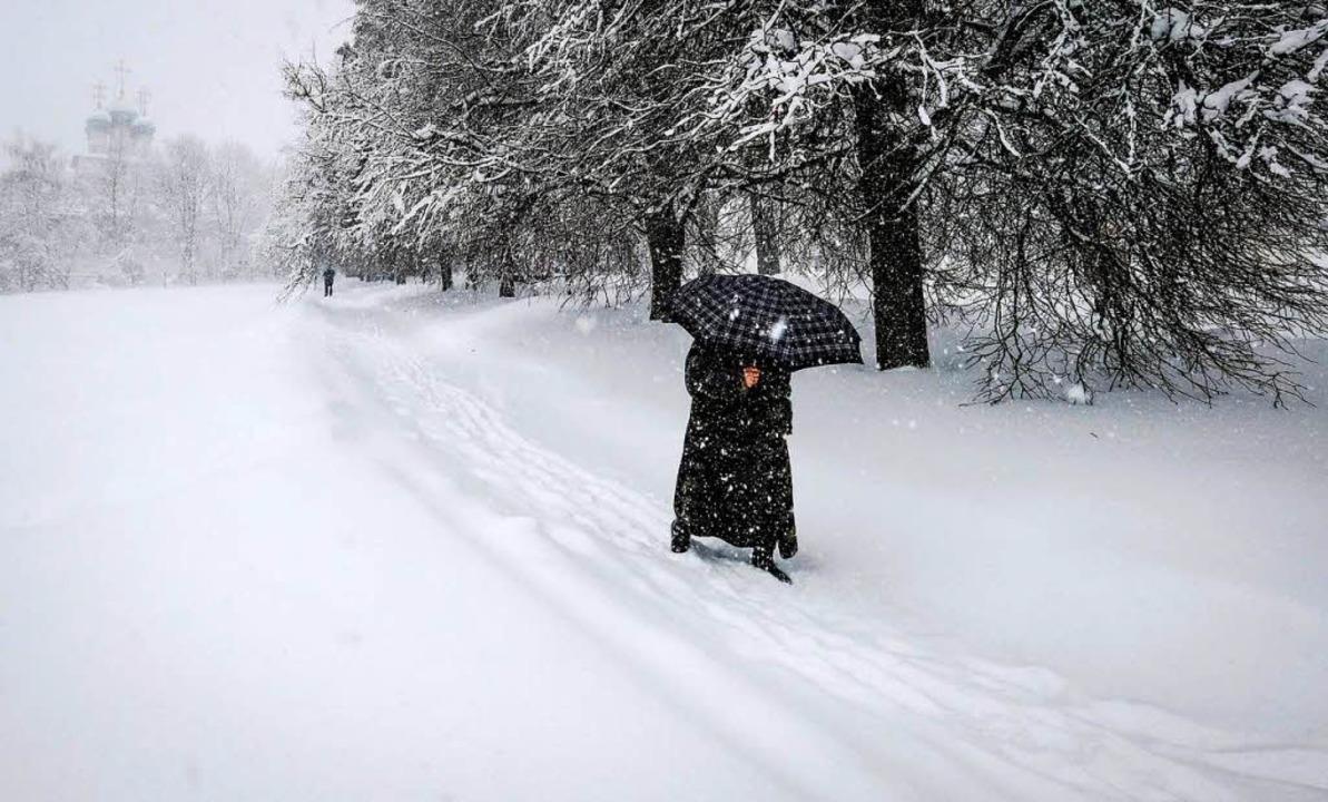 Die Moskauer sind strenge Winter gewöh...iel Schnee haben auch sie zu kämpfen.   | Foto: afp