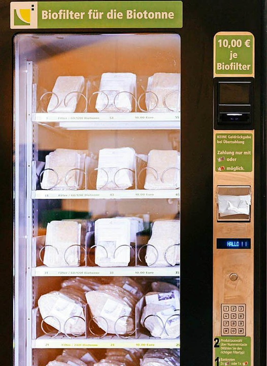 Ein Verkaufsautomat steht im Landratsamt.  | Foto: Christoph Reichmann
