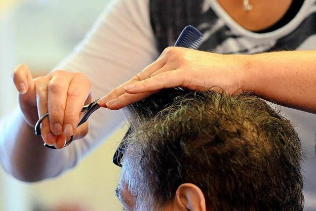 Friseurkurs hilft Flüchtlingen beim Start in den Arbeitsmarkt