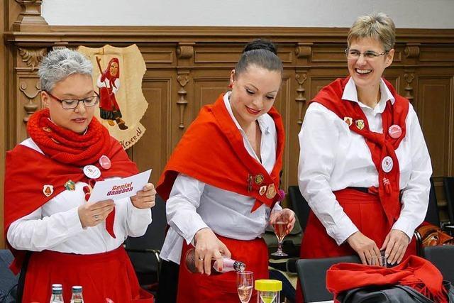 Hexen besuchen Schönauer Gemeinderatssitzung