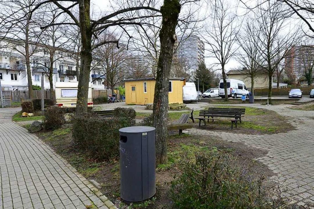 """Zum Chillen gehen Jugendliche in Weingarten auf den """"Zigeunerplatz"""".    Foto: Ingo Schneider"""