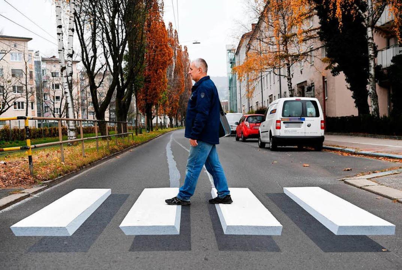Als Marketing-Gag macht er auf Fotos  ...kehrssicherheit sorgt, ist umstritten.  | Foto: dpa