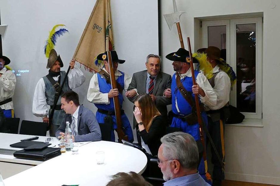 Die Verhaftung von Bürgermeister Klaus Jehle aus dem Gemeinderat (Foto: Frank Leonhardt)