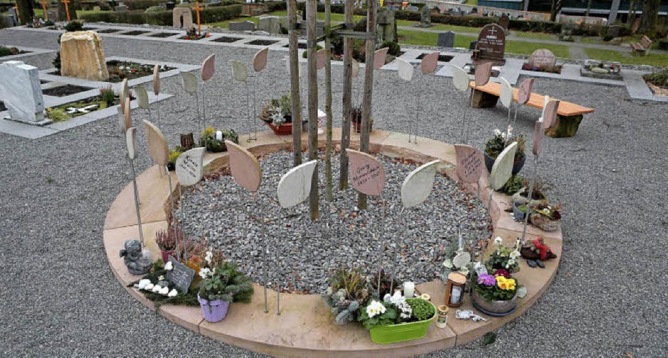So sieht ein Urnengarten in Seelbach a...n davon zwei auf dem Friedhof gebaut.   | Foto: Christoph Breithaupt