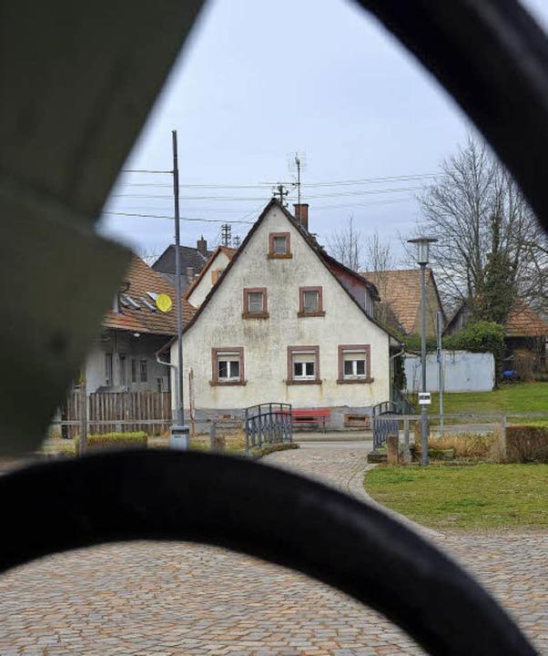 Das Haus Bischoff in Denzlingen soll a... Das hat der Gemeinderat entschieden.   | Foto: Max Schuler