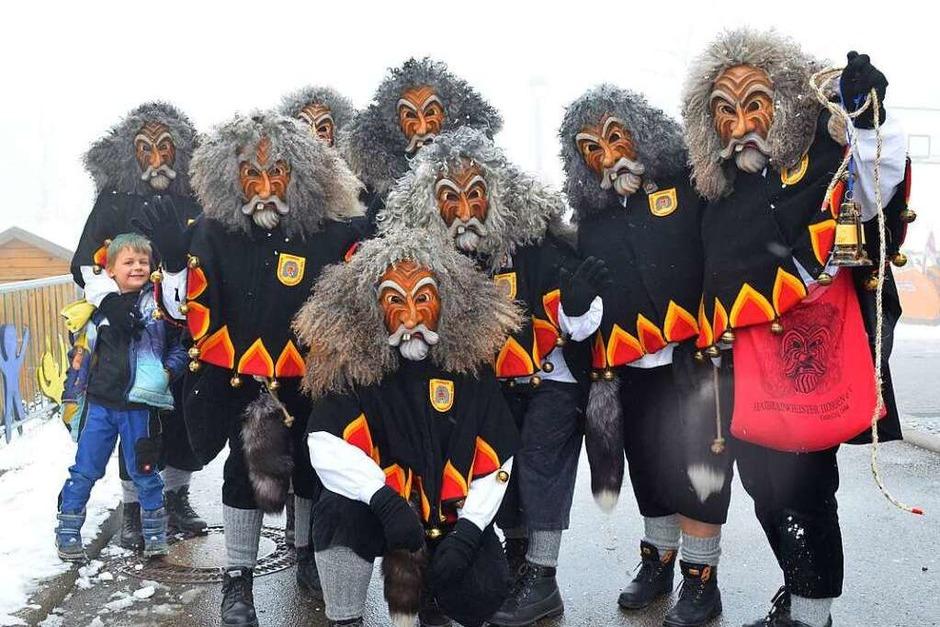 In Horben erobern die Haibraingeister gemeinsam mit den Grundschülern das Rathaus. (Foto: Nikola Vogt)