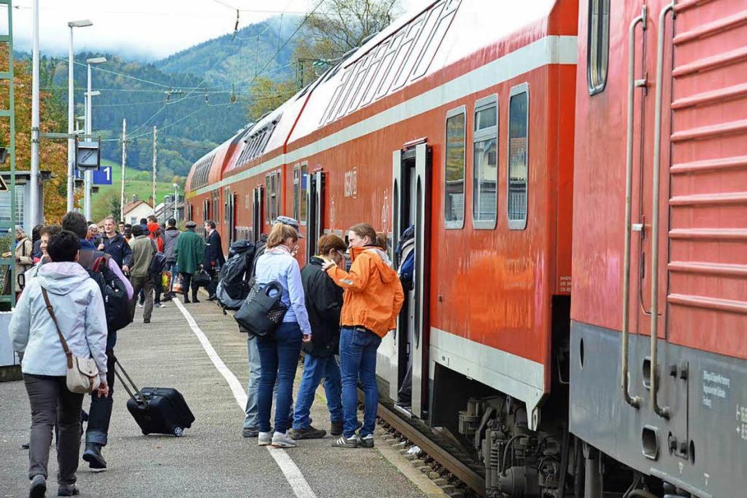 Der Bahnhof in Kirchzarten ist das Dre...hen Nahverkehrs im Dreisamtal. Hier...  | Foto: Markus Donner/DB-Regio