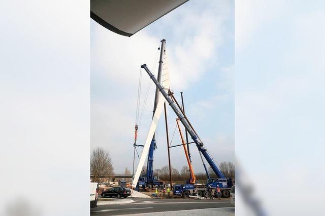 Der Pylon steht jetzt