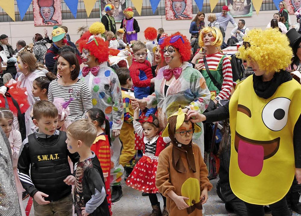 Nach dem Umzug  durch Murg versammelte...unte Kinderschar in der Murgtalhalle.   | Foto: Marion Rank