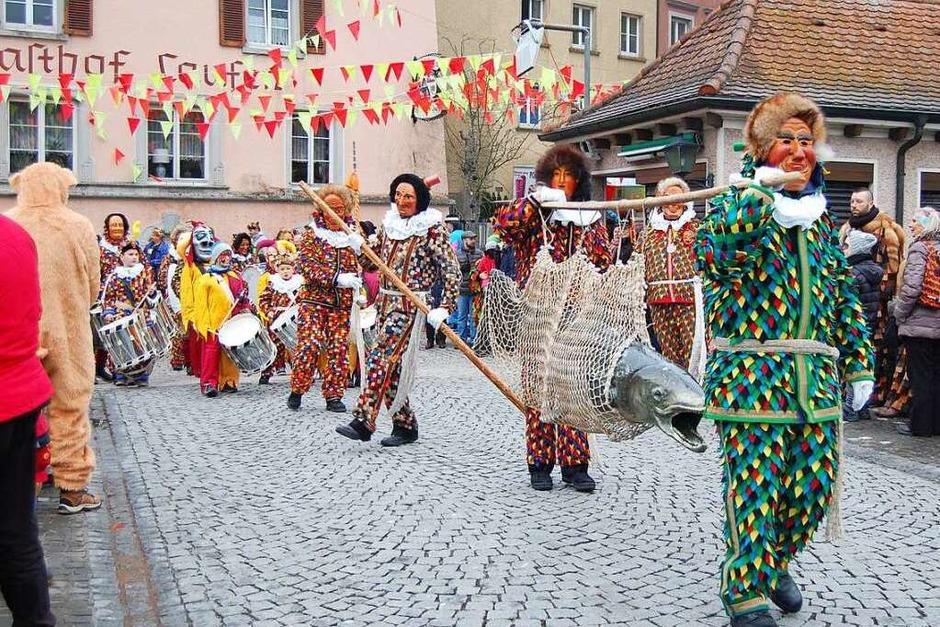 Die Laufenburger Narren eroberten das Rathaus und eröffneten bald darauf die Städtlefasnacht. (Foto: Melanie Dramac)