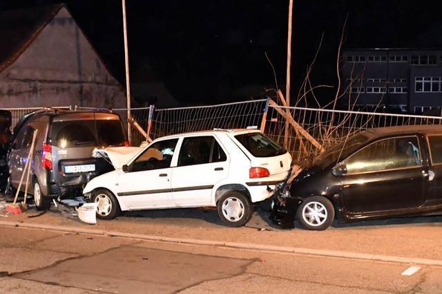 Betrunkener 21-Jähriger fährt nachts in Lahr fünf Autos zu Schrott