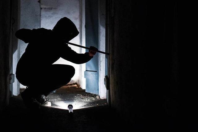 Unbekannter bricht in Keller in St. Georgen und Merzhausen ein