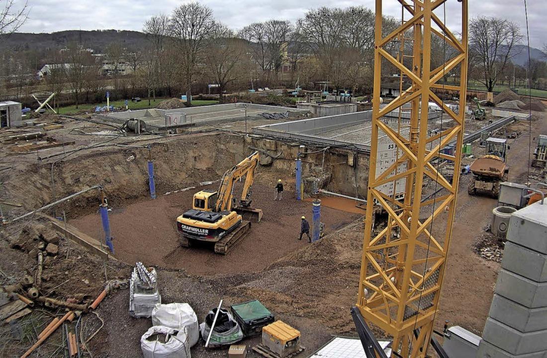 Aktueller Blick von der Webcam auf die Freibad-Baustelle.   | Foto: Stadtwerke