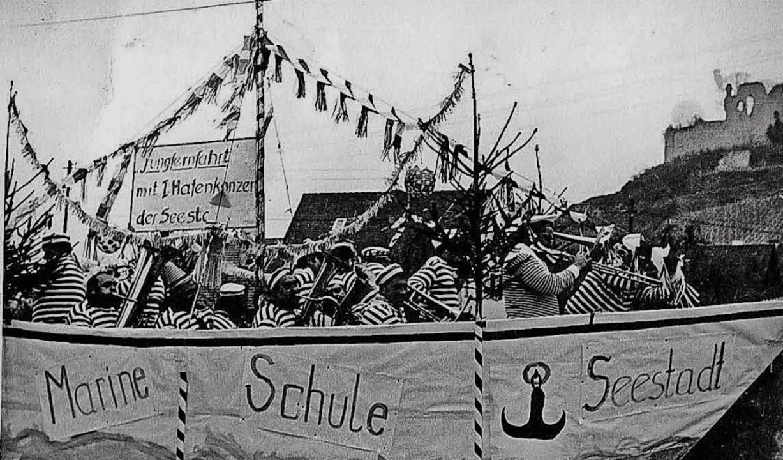 Marine Schule Seestadt – unter d...snetsumzug im Jahr 1968 durch den Ort.  | Foto: Privat