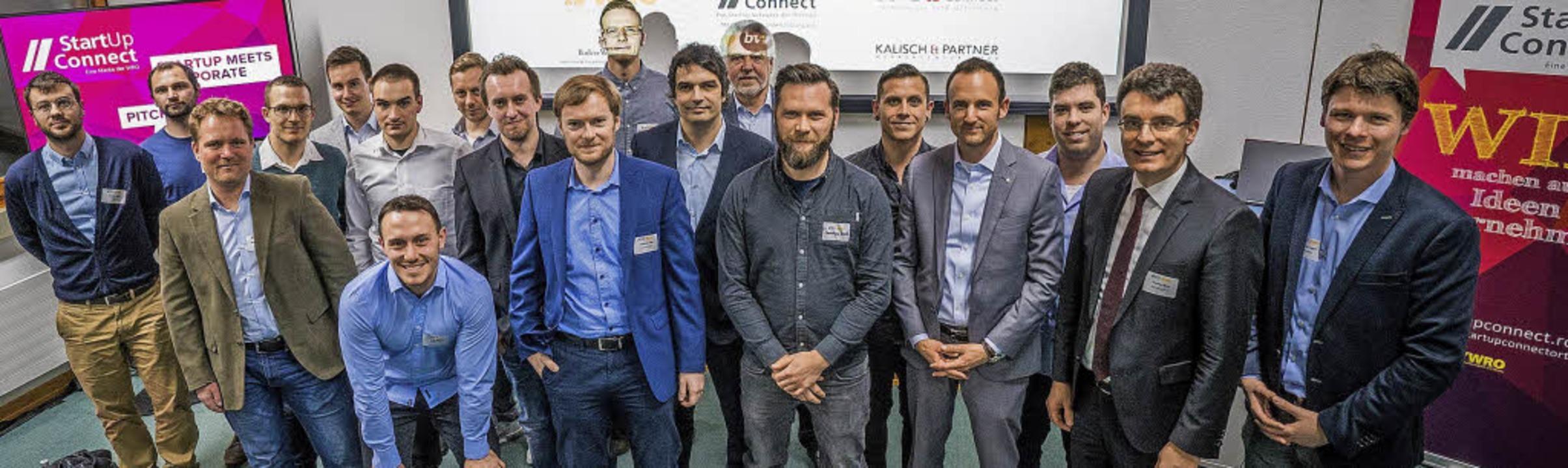 Teilnehmer mit WRO-Geschäftsführer Dom...-Connect-Bereichsleiter Florian Appel.  | Foto: WRO
