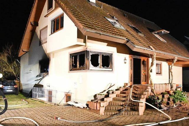Wohnung in Merdingen brennt aus – ein Feuerwehrmann leicht verletzt