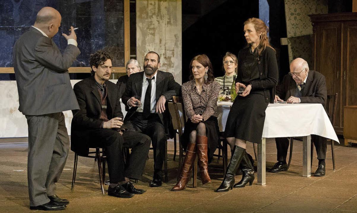 Holger Kunkel, Victor Calero, Margot G...tmut StankeDrei WinterTheater Freiburg  | Foto: ZVG/Rainer Muranyi