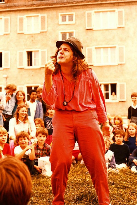 Freier Künstler Johannes Galli, Anfang...einem Auftritt als Geschichtenerzähler  | Foto: Privat