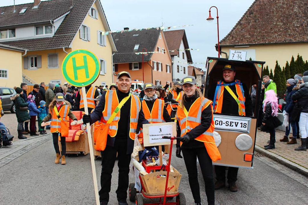 Das Rathaus-Team machte den  Schienenersatzverkehr zum Thema.  | Foto: Mario Schöneberg