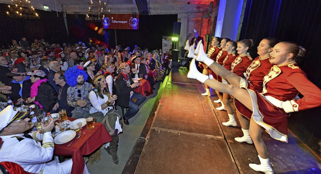Die Tanzgarde aus Breisach begeisterte...likum in der rappelvollen Wodanhalle.   | Foto: Michael Bamberger