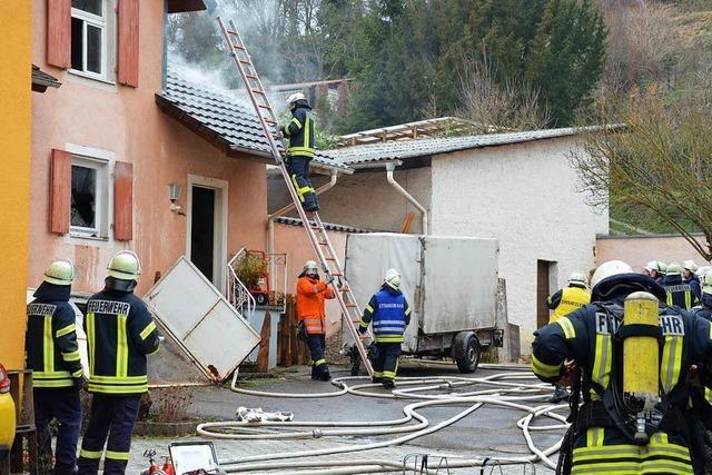 Kaminbrand verursacht 100 000 Euro Schaden in Altdorf