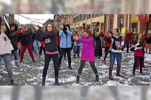 Frauen tanzen gegen Gewalt