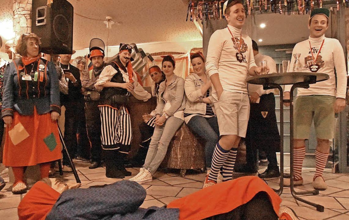 Die Zivis der Fasnetrufer (rechts) überzeugten mit lustigen Alltagsgeschichten.   | Foto: Andrea Steinhart