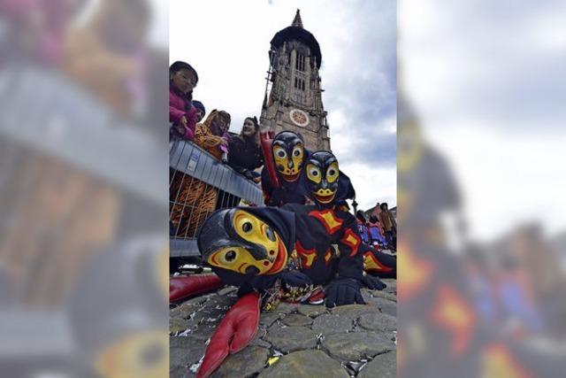 3500 Hästräger und Zehntausende Zuschauer feierten beim Fasnetmendig-Umzug in der Innenstadt