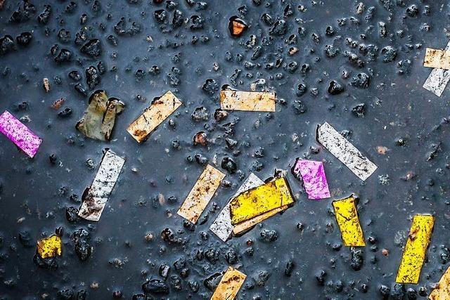 Wie wird die Straßenreinigung mit nassem Konfetti fertig?