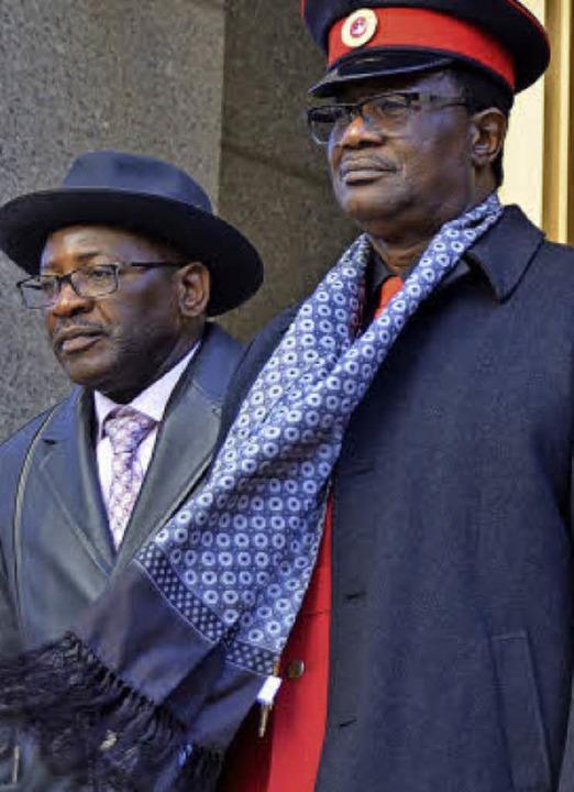 Vertreter des Herero-Volkes freuen sic...ppensieg vor dem Gericht in Manhattan.  | Foto: Herrmann