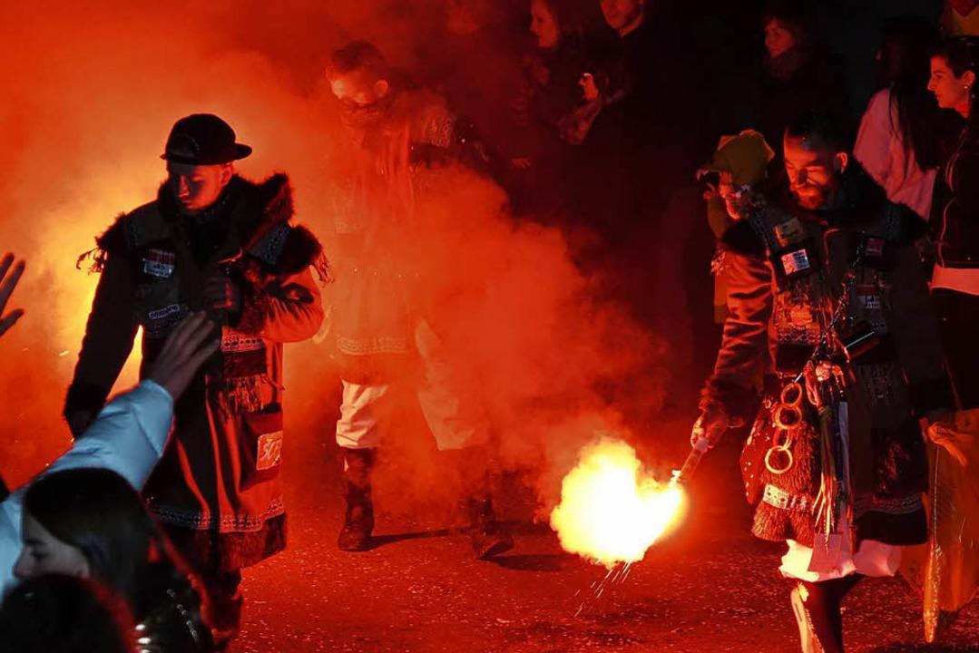 Im Schutz der Dunkelheit lassen sich g...es nächtens gerne auch zu Gewalttaten.  | Foto: Hans-Jürgen Hege