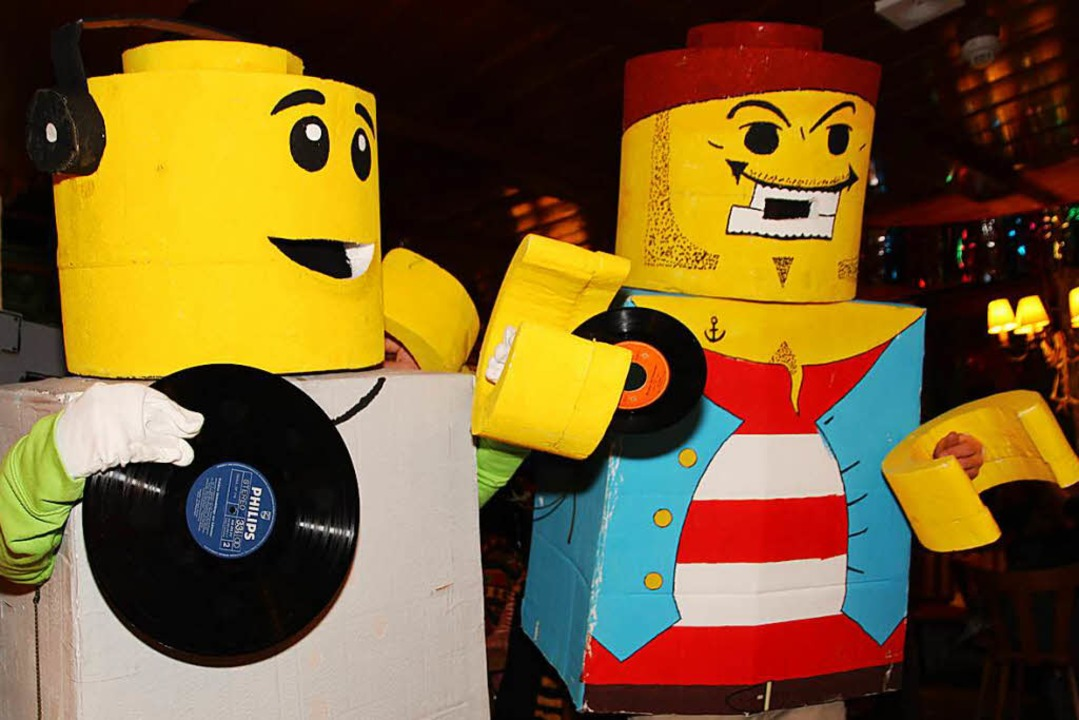 Lego-Figuren ließen sich das Schnurren nicht entgehen.  | Foto: Eva Korinth