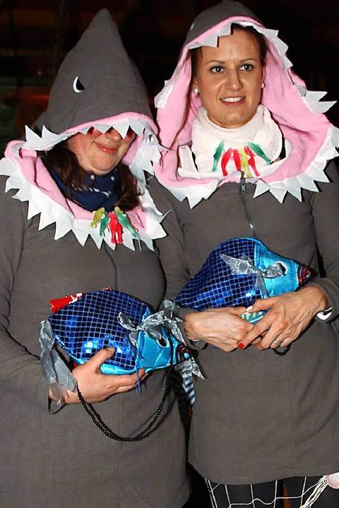Zwei allerliebste Haifischle auf dem Trockenen.  | Foto: Eva Korinth