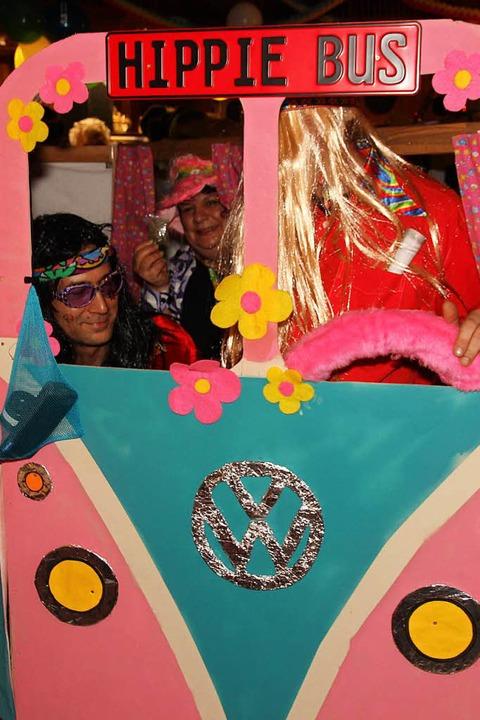 Hippies fuhren mit ihem Bus vor.  | Foto: Eva Korinth
