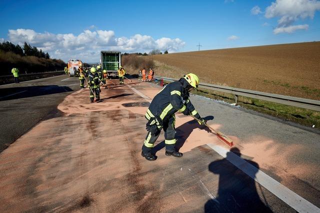 Zwei Tote bei Unfall mit Reisebus in Hessen