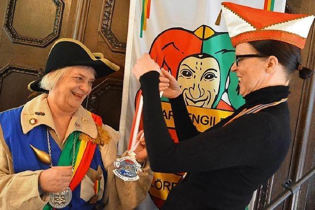 Ein Geschenk von Prinz Karneval für die Lörracher Prinzessin