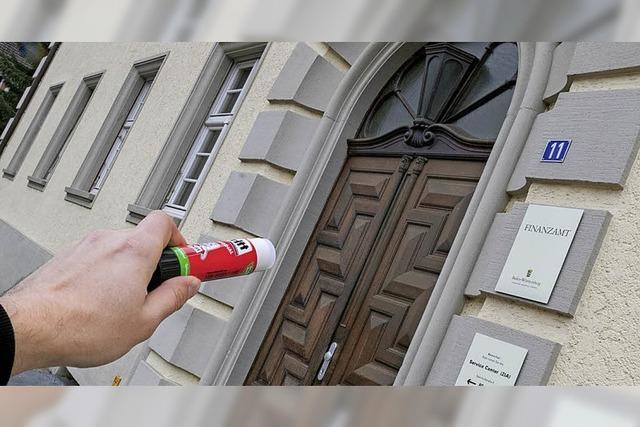 Erst der Schlüsseldienst öffnet die Finanzamts-Türen