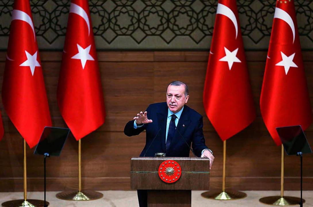 Die Politik des Staatschef Erdogan ist...n zwischen der Türkei und Deutschland.  | Foto: AFP