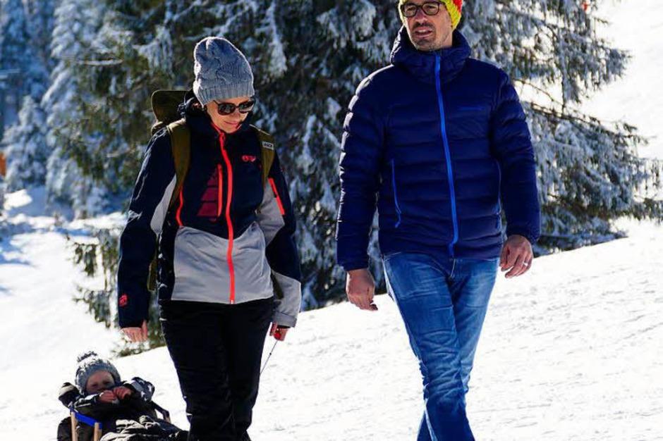 Die verschneite Landschaft rund um den Schauinsland ist ein Gedicht. Bei strahlendem Sonnenlicht genießen Wintersportler und Ausflügler den Schnee. (Foto: Markus Donner)