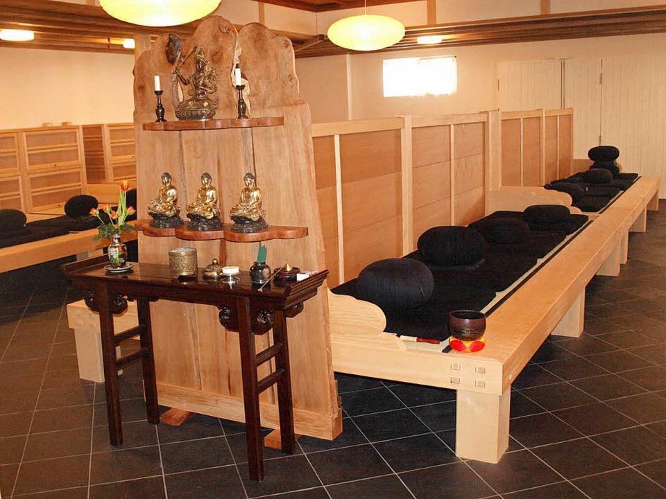 Der buddhistische Meditationsraum im e...enden Ästhetik mit klaren Proportionen  | Foto: Karin Stöckl-Steinebrunner