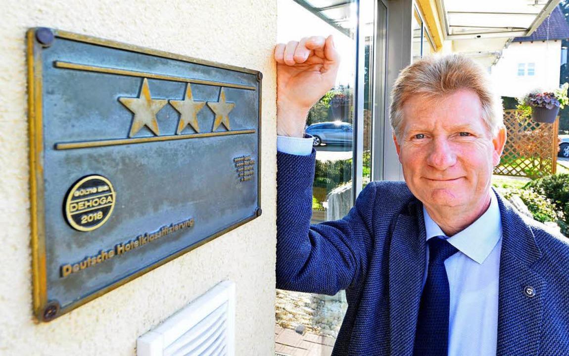 Johann Armatowski vom Hotel Classic hä...lsterne für eine lohnende Investition.  | Foto: Michael Bamberger