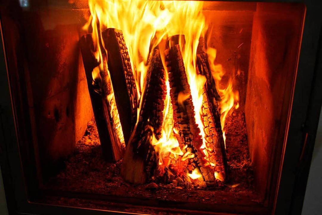 So manch ein Ofen, der für wohlige Wär...it Jahresbeginn nicht mehr zugelassen.  | Foto: Hilke Segbers
