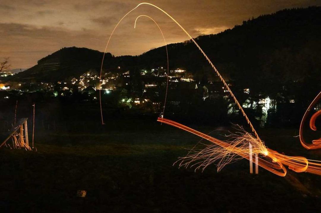 Die Scheiben fliegen hellleuchtend ins Tal.  | Foto: Bergwacht Schwarzwald