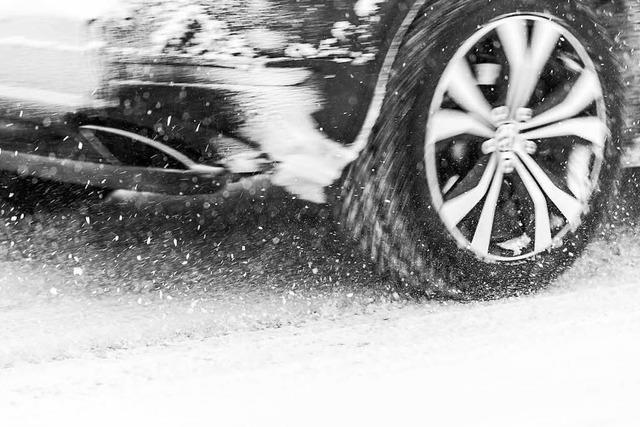 Schnee am Wochenende - Autofahrer müssen mit Glätte rechnen